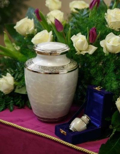 urna z relikwiarzem